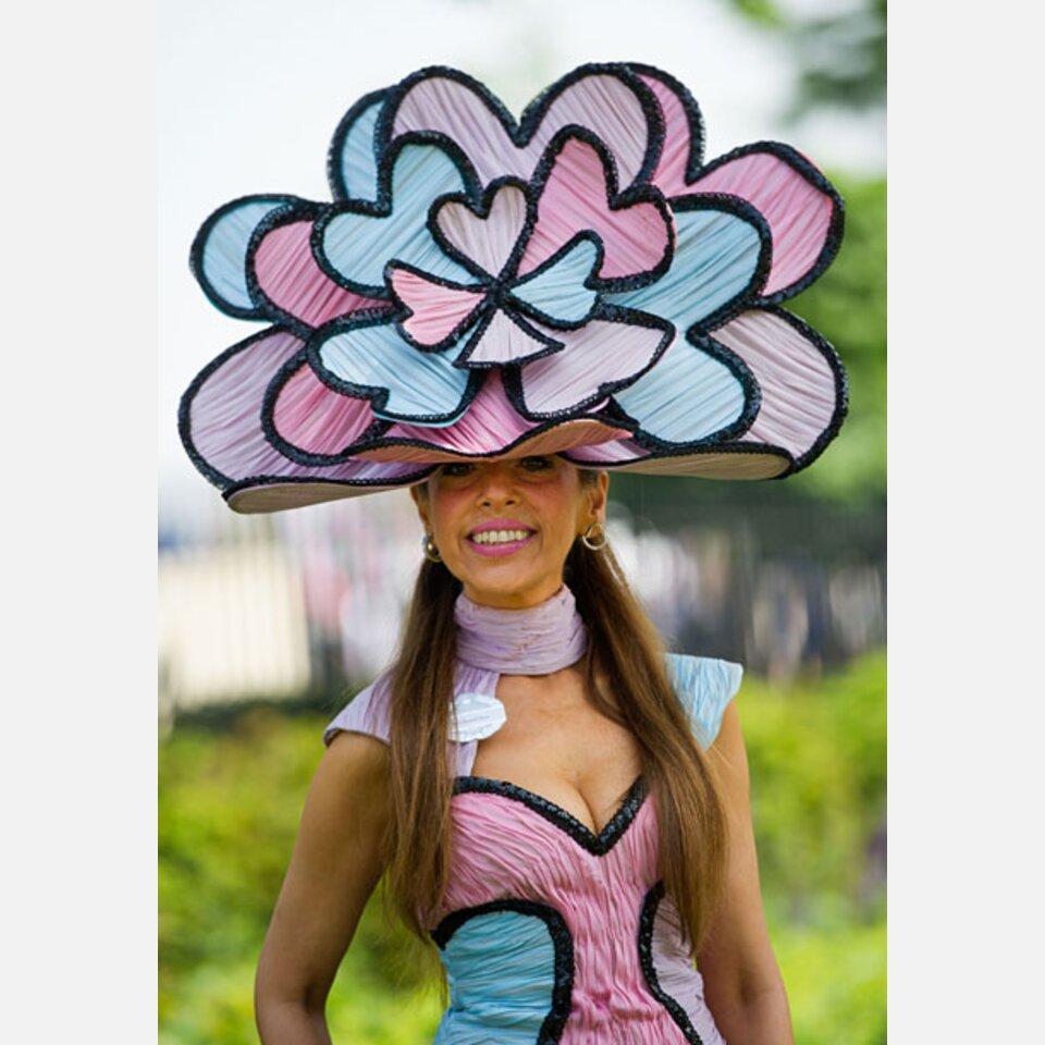 be3dead467f5 Royal Ascot  Ausgefallene Hüte   Kleider