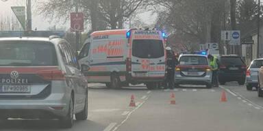 Pkw crasht mit Polizei-Auto: Eine Person verletzt