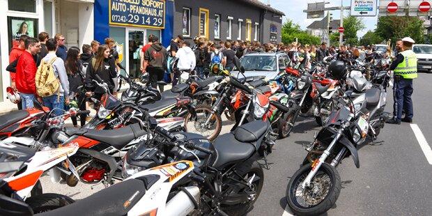 Rührende Gedenkfahrt nach tödlichem Moped-Unfall