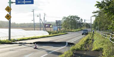 Schwere Schäden durch starkes Erdbeben in Nordjapan