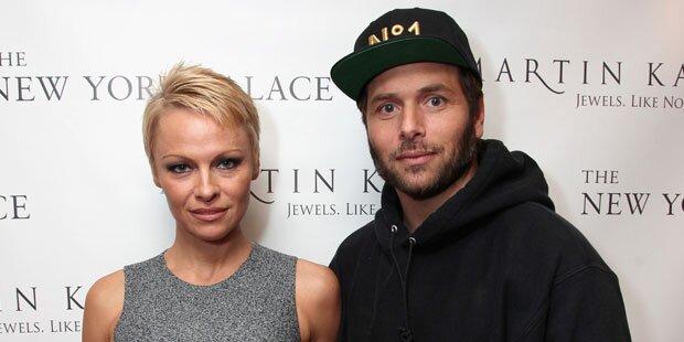 Pamela Anderson reichte WIEDER Scheidung ein