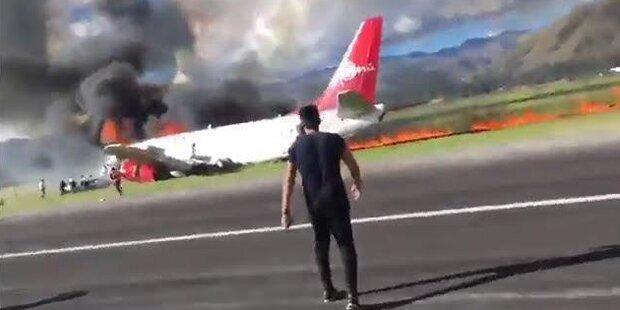 Horror-Crash nach Landung: Jet ging in Flammen auf