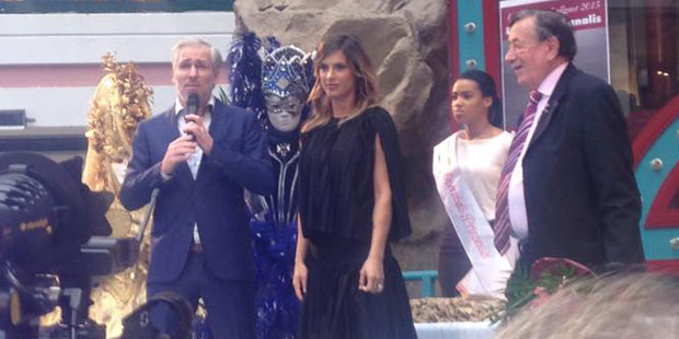 Elisabetta Canalis bei Pressekonferenz zum Opernball