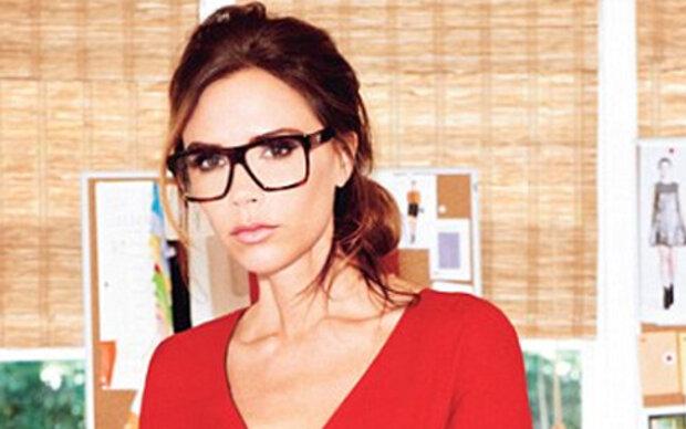 Victoria Beckham als Brillen-Schlange