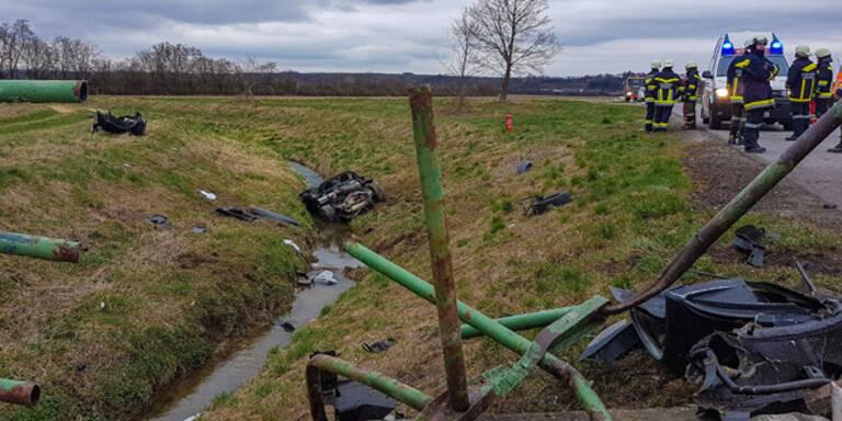 Sportwagen bei Horror-Unfall vollkommen zerfetzt