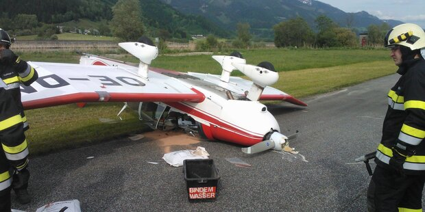 Sportflugzeug kippte um: Pilot verletzt