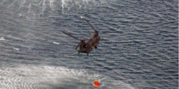 Zwei Helikopter kühlen wieder den Reaktor trotz drohender Vertrahlung