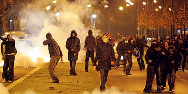Kurz will in Pariser Vororten mit jungen Muslimen reden