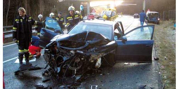 Verkehrsunfall auf eisglatter