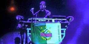 Linkin Park & die Rapid Fahne: Geheimnis gelüftet!