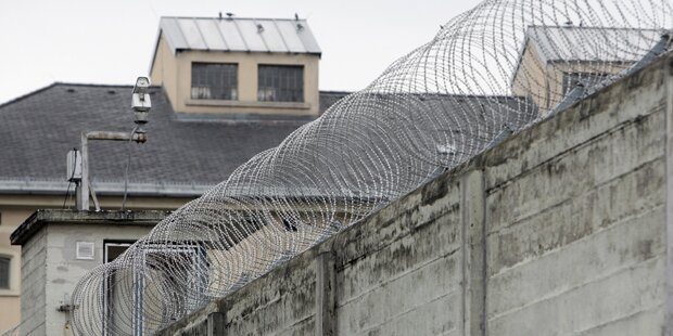 Mithäftling erschlagen: Täter hortete Waffen in Zelle!
