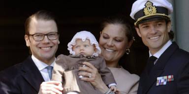 Prinzessin Victoria, Prinz Daniel und Prinz Carl Philip mit Baby Estelle