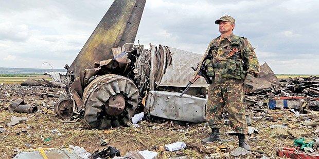 Ukraine: Rebellen schießen Militärjet ab