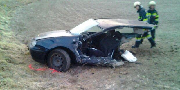 Auto bei Unfall entzweigerissen