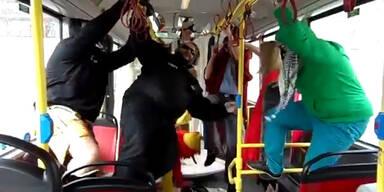 Wienerlinien Personal zeigt irren Harlem Shake