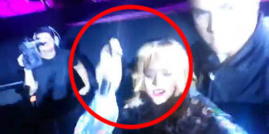 Skandal: Rihanna schlägt Fan mit Mikro auf Kopf