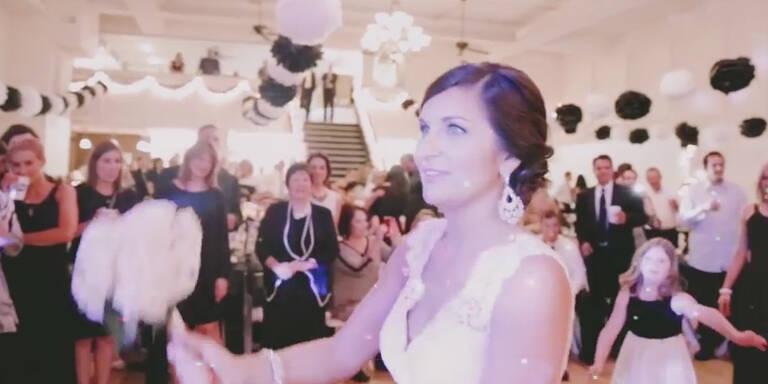 Brautstraußwurf entpuppt sich als Antrag