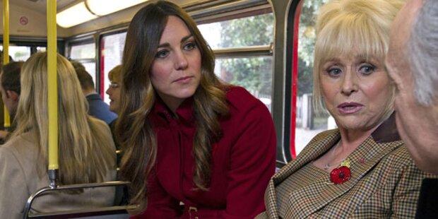 Herzogin Kate fährt mit dem Bus