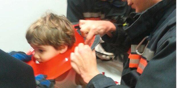 Feuerwehr rettet Bub aus Kinderklo