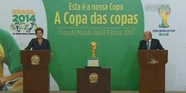 Pokal übergeben - WM-Kritik hält an