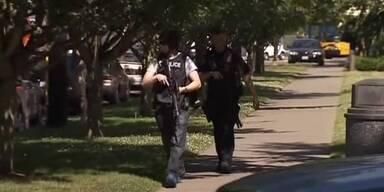 Bewaffneter Mann schießt auf Studenten