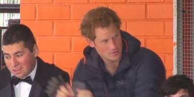 Prinz Harry tanzt