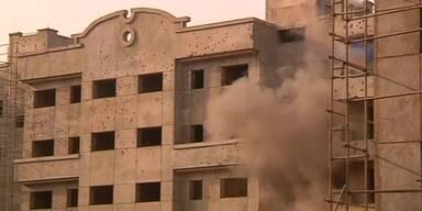 Aufständische greifen Militärgebäude an