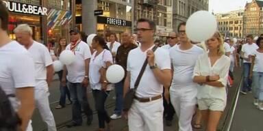 Niederländer gedenken der Opfer