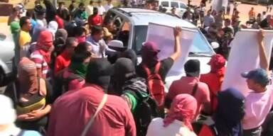 Demonstranten belagern Bürgermeister