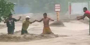 Tropensturm auf Philippinen
