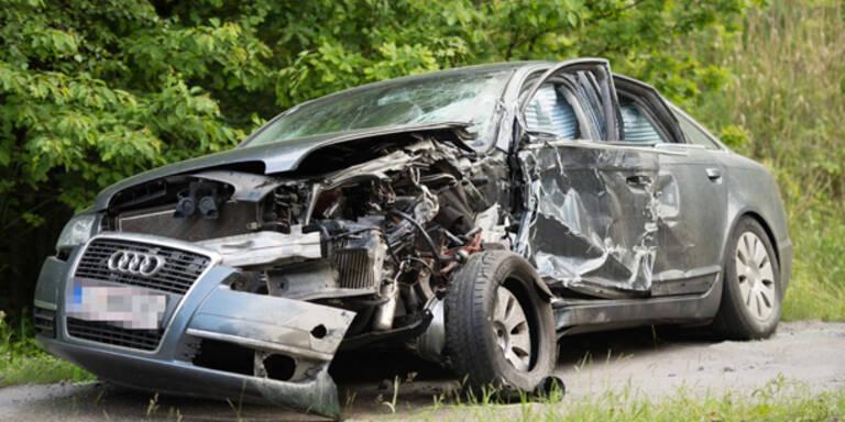Oberösterreich: Lkw touchierte teures Auto