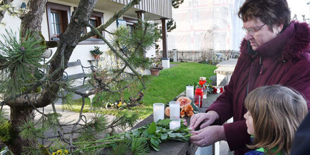Jürgens tot: Fans legen Blumen nieder