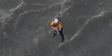 Hund wird mit Hubschrauber gerettet