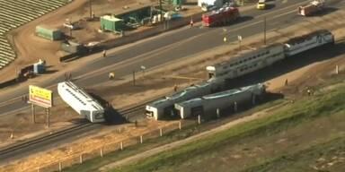 Crash: Zug rammt Lastwagen