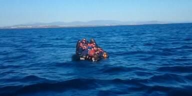 Dutzende Schiffbrüchige gerettet