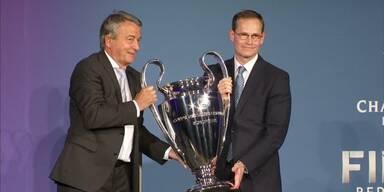 CL-Pokal in Berlin angekommen