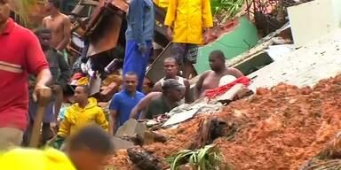 Zahlreiche Tote nach Erdrutsch