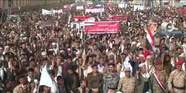 Tausende demonstrieren für Ende der Luftangriffe