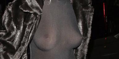 Rita Ora ohne BH