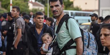 Hunderte brechen durch Grenze nach Mazedonien