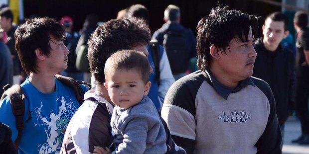 Flüchtlinge aus Kühlwagen gerettet
