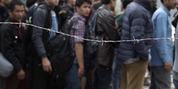 Türkei nimmt Hunderte Flüchtlinge fest