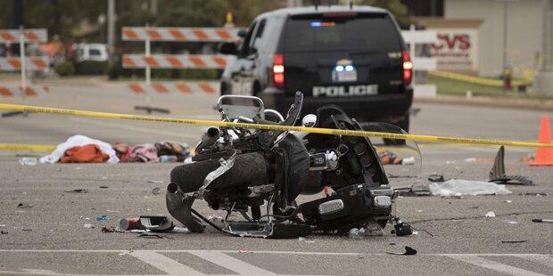 Auto rast in Zuschauermenge: 4 Tote