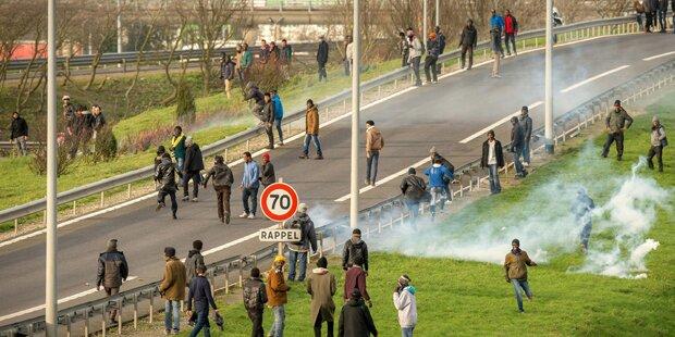 Tausend Flüchtlinge wollen durch Eurotunnel