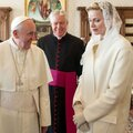 Charlène trifft den Papst