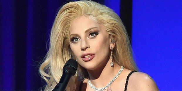 Lady Gaga ehrt David Bowie bei Grammys
