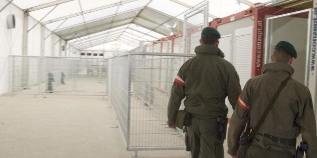 Grenze zu, aber: 100 Asyl-Anträge pro Tag