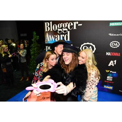 MADONNA Blogger Award 2016 - Blue Carpet