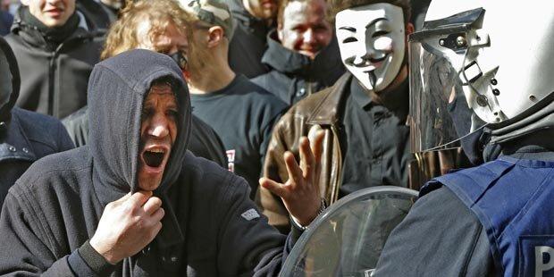 Brüssel: Neonazis stürmen Trauerfeier