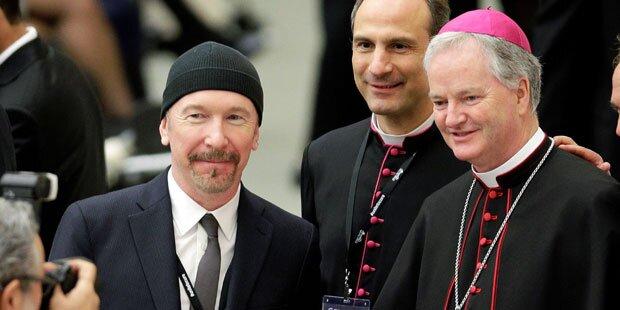 U2-StarThe Edge rockte im Vatikan